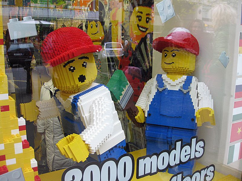LEGO Museum and Shop Star Wars and Dolls Houses